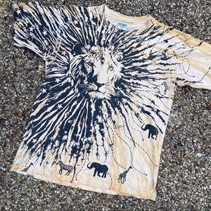 Vintage lion all over print tee shirt